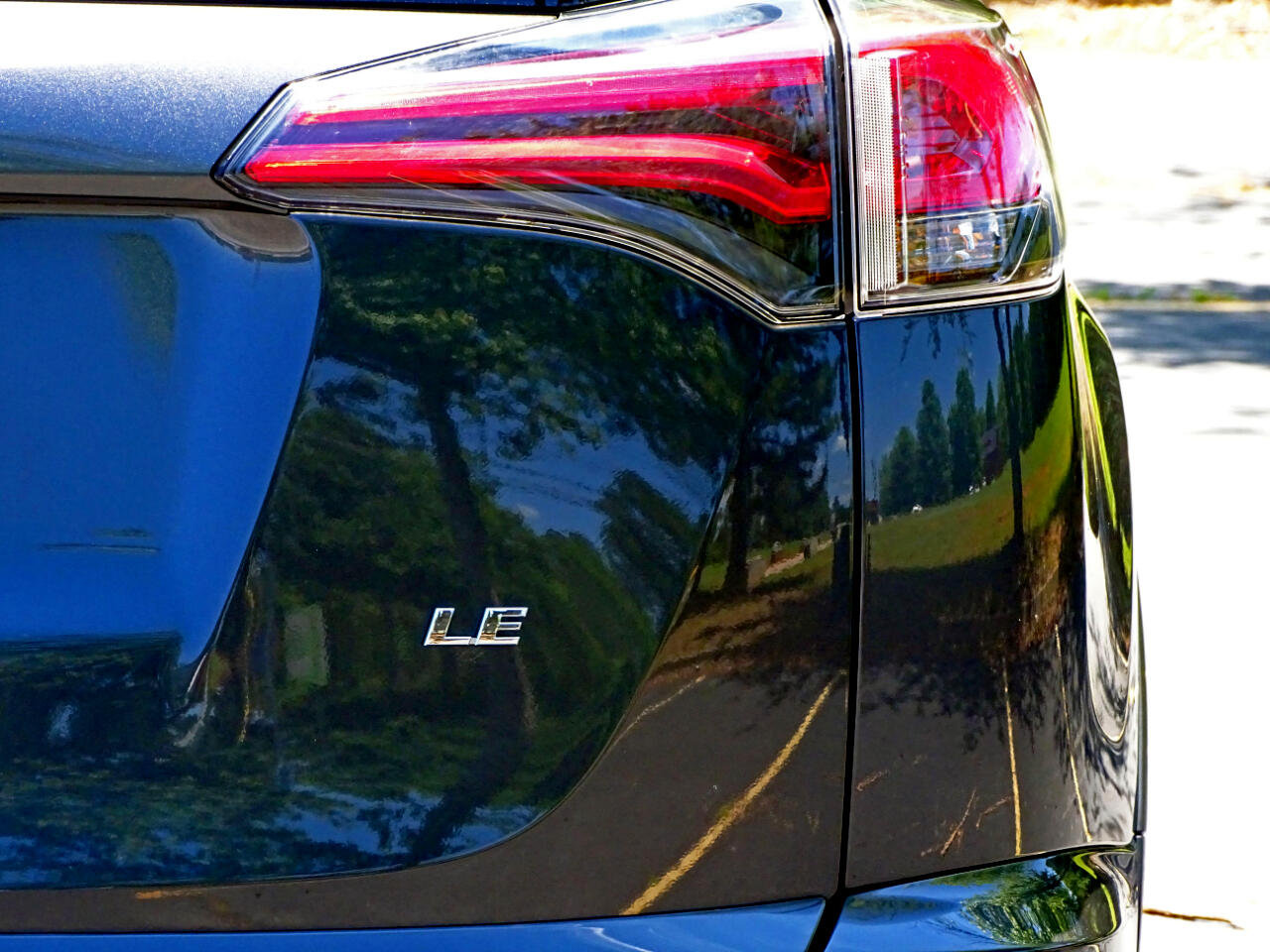 2017 Toyota RAV4 LE FWD (Natl)