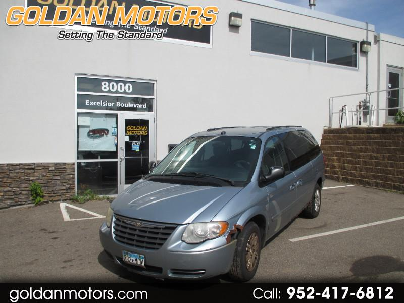 "2005 Chrysler Town & Country 4dr 119"" WB LX FWD"