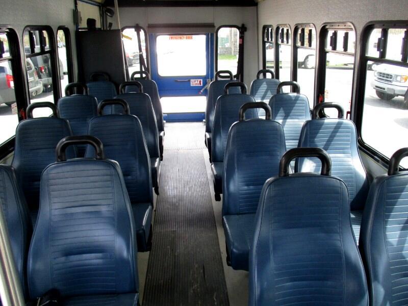 2009 Ford Econoline E-450 SHUTTLE BUS