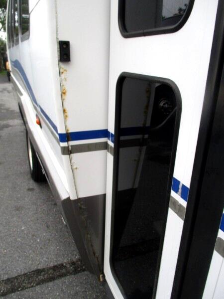 2007 Ford F-550 shuttle bus