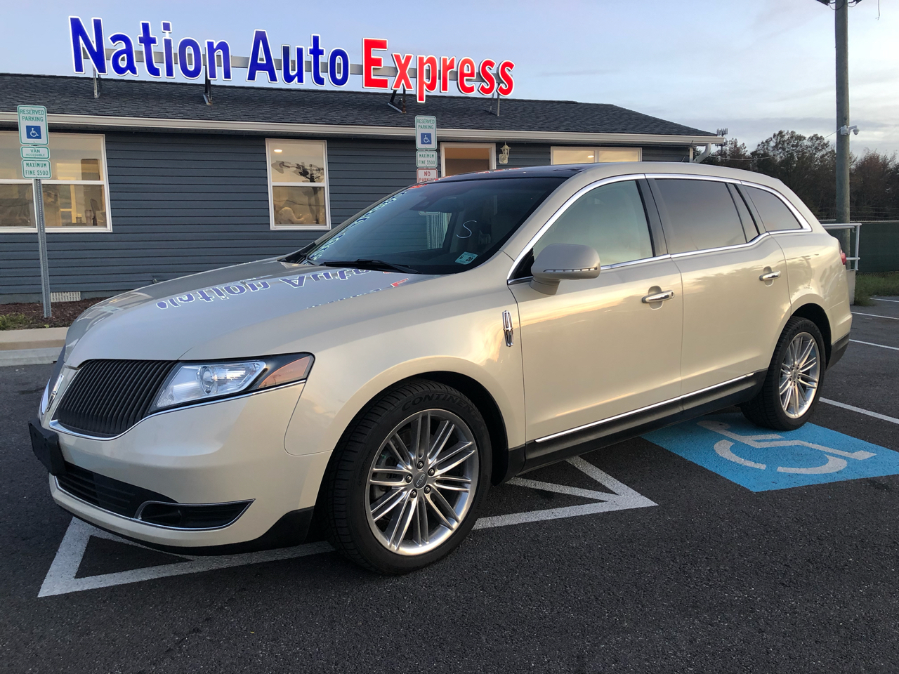 Lincoln MKT 3.5L with EcoBoost AWD 2015