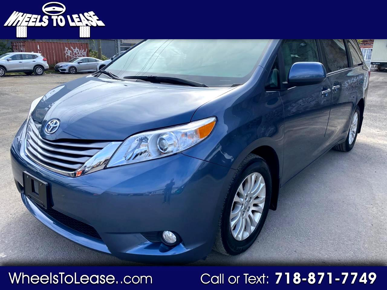 Toyota Sienna 5dr 7-Pass Van V6 XLE AAS FWD (Natl) 2017