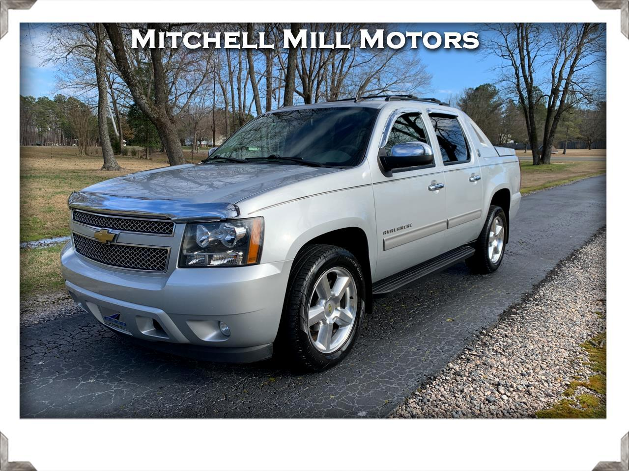 Chevrolet Avalanche 2WD Crew Cab LT 2013