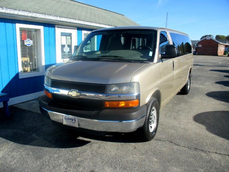 2010 Chevrolet Express LS 3500 Extended  15 Passenger van