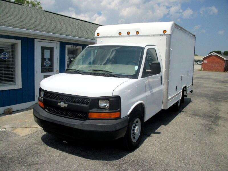 2008 Chevrolet Express 3500 12' BOX TRUCK