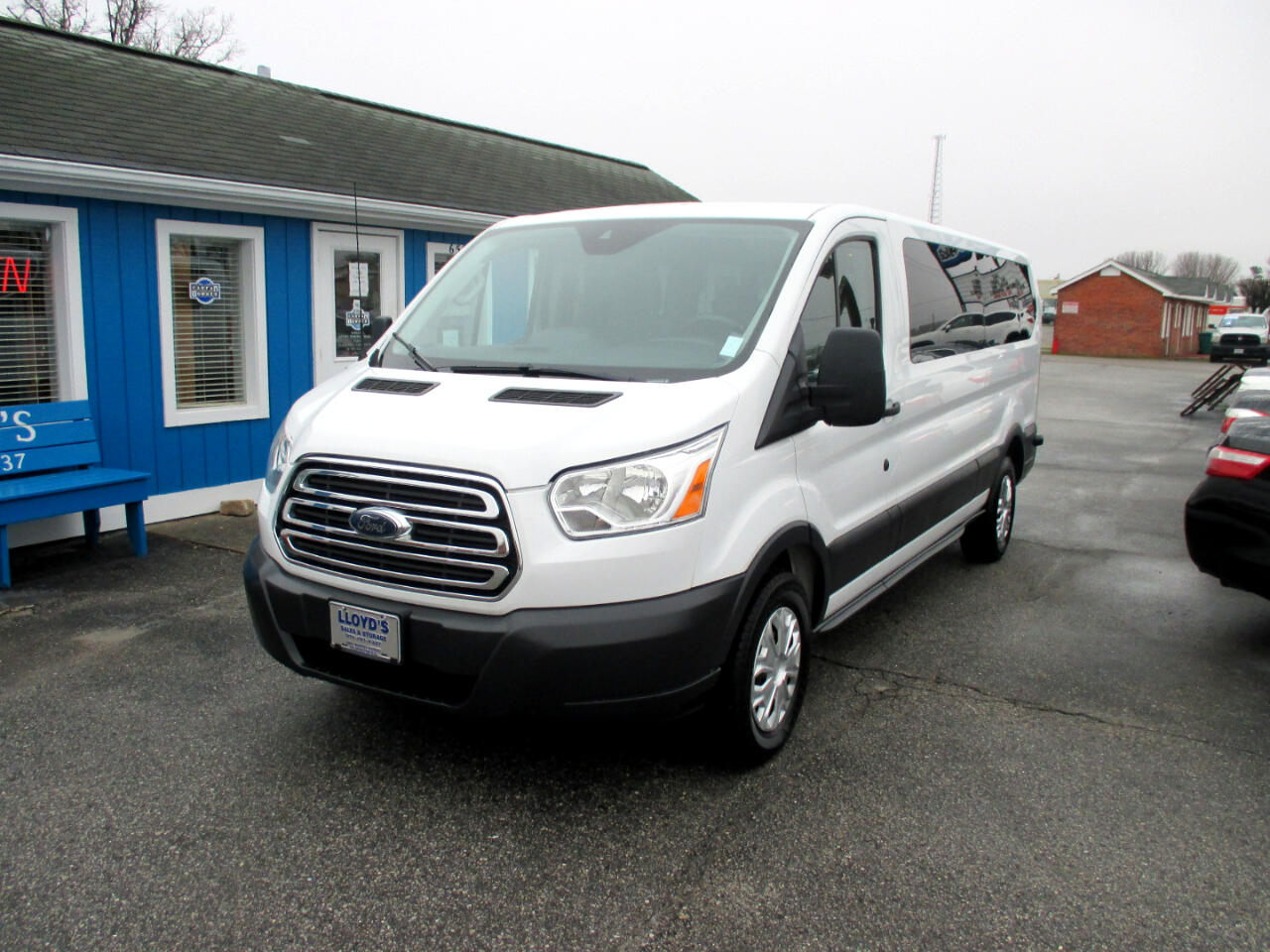 "Ford Transit Wagon T-350 148"" Low Roof XLT Swing-Out RH Dr 2015"