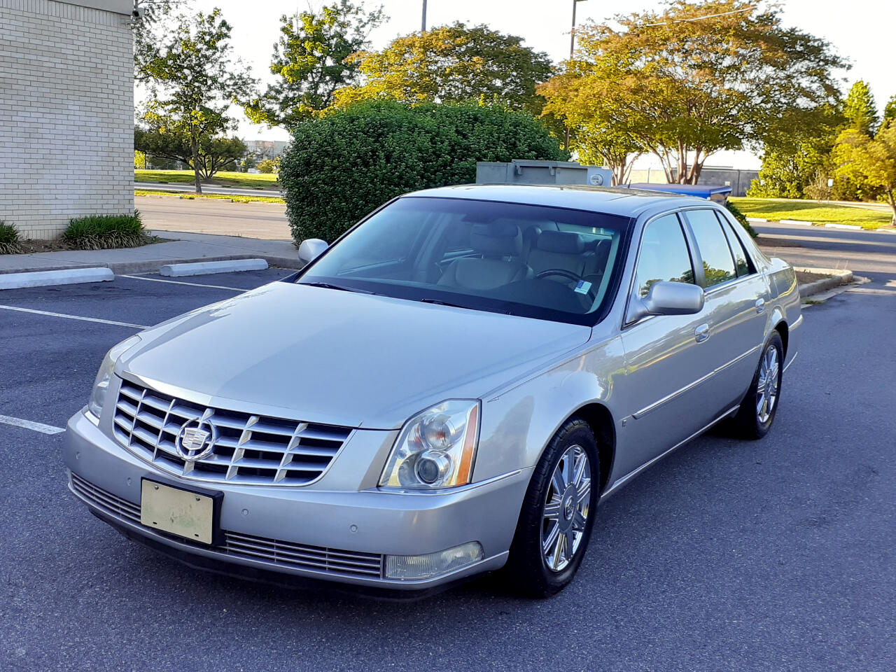 Cadillac DTS 4dr Sdn Luxury II 2007
