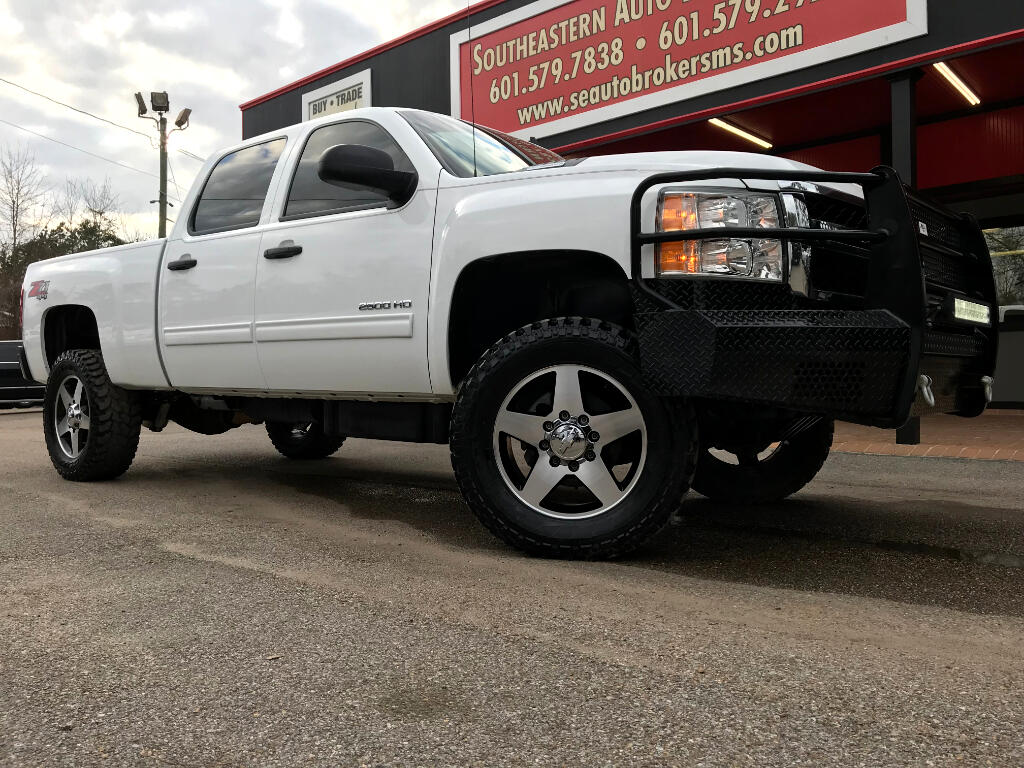 2013 Chevrolet Silverado 2500HD LT CREW CAB SHORT BED 4WD LEVELED DPF DELETED