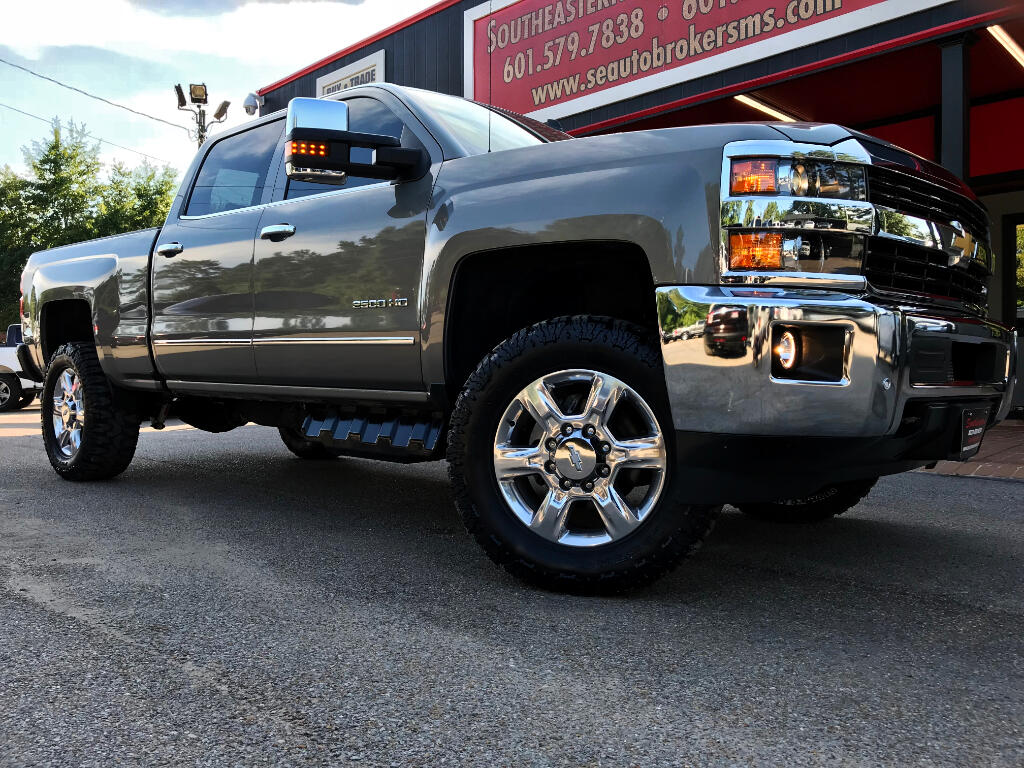 2017 Chevrolet Silverado 2500HD LTZ CREW CAB SHORT BED 4WD LEVELED