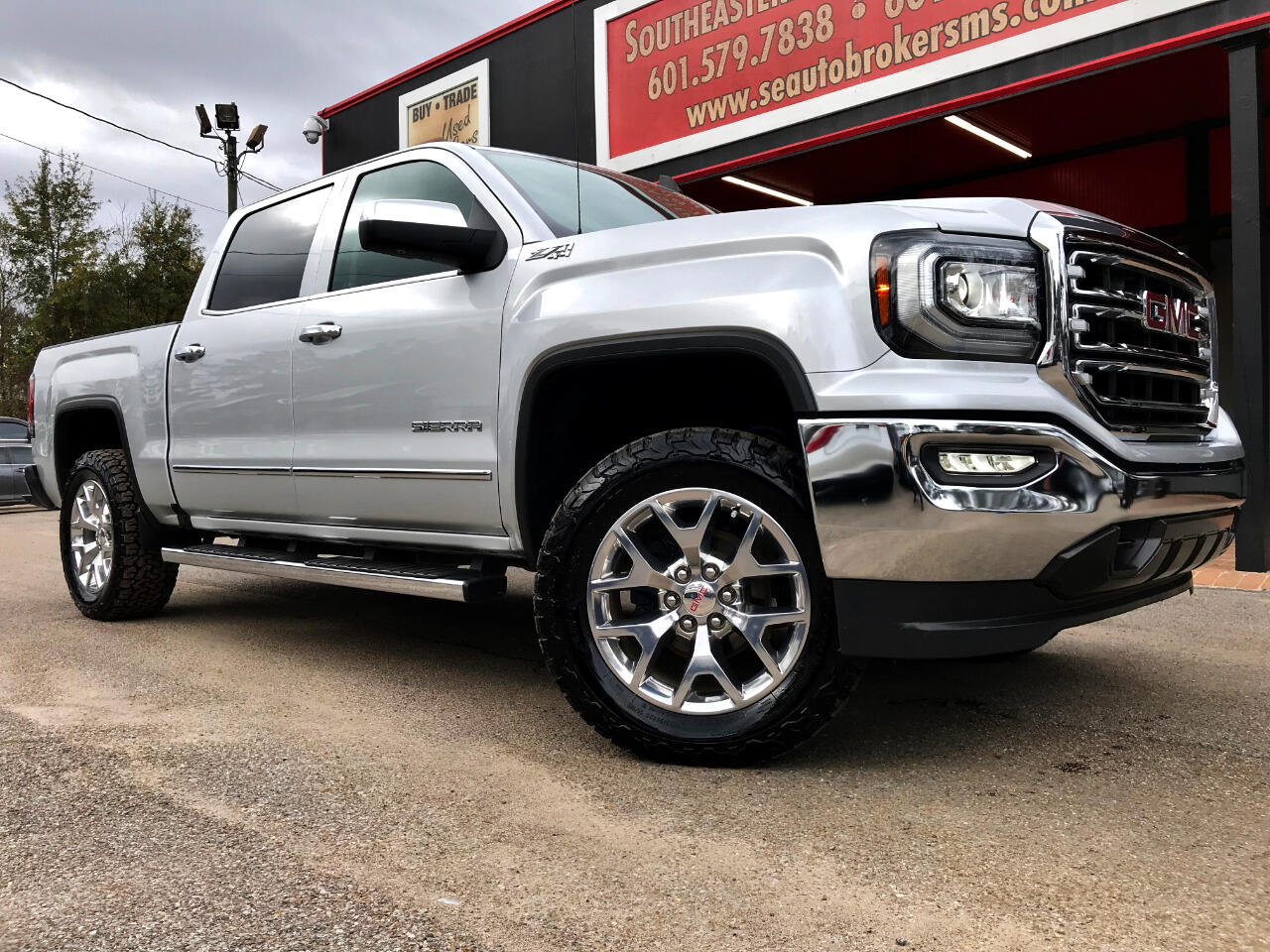 2017 GMC Sierra 1500 SLT CREW CAB SHORT BED 4WD LEVELED
