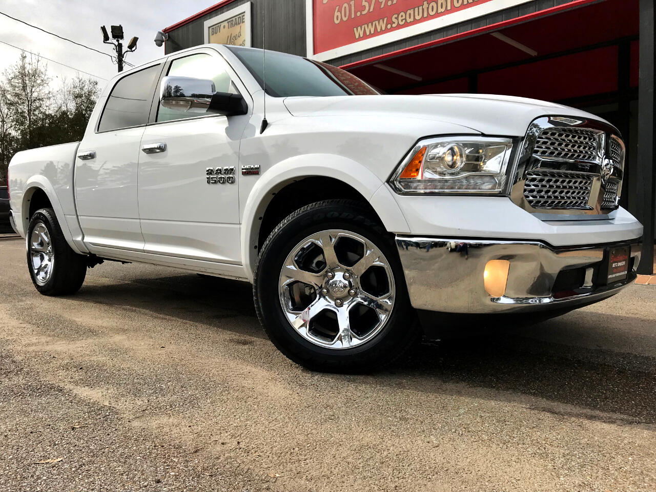 Southeastern Auto Brokers >> Used 2017 RAM 1500 Laramie Crew Cab SWB 4WD for Sale in ...
