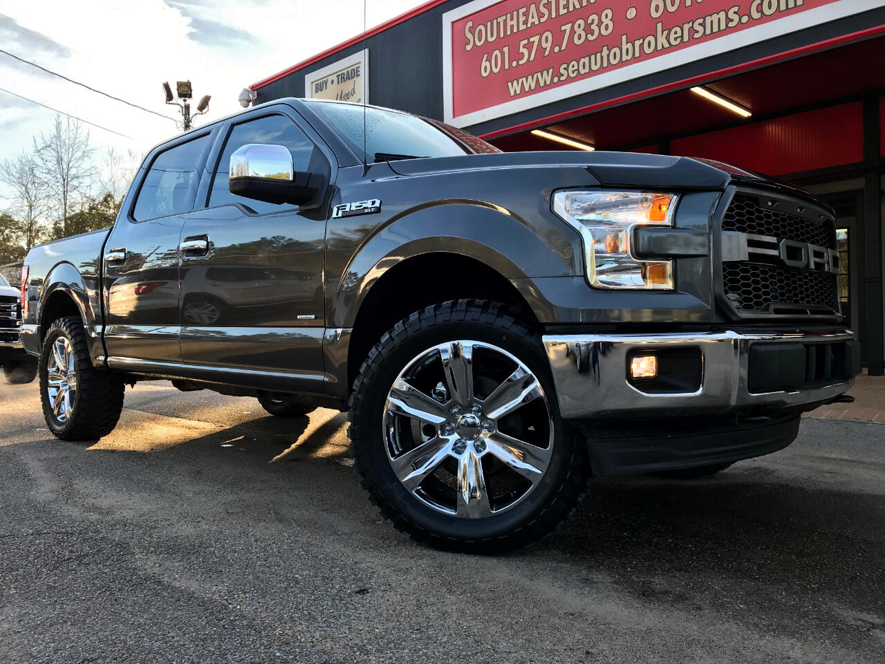 2017 Ford F-150 XLT SUPERCREW 5.5-FT. BED 4WD LEVELED