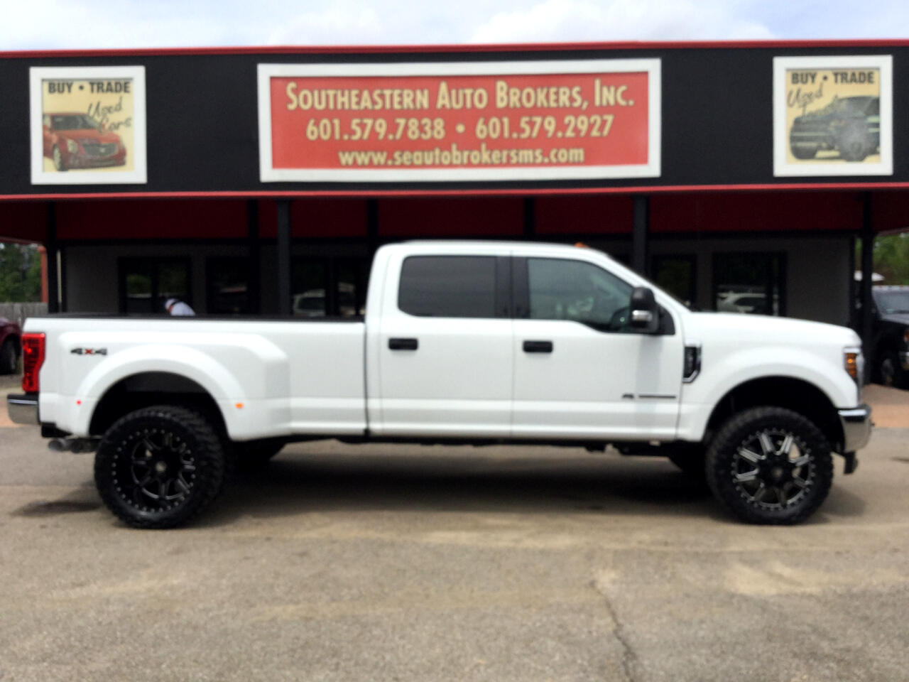 2018 Ford F-350 SD FX4 Crew Cab Long Bed DRW 4WD