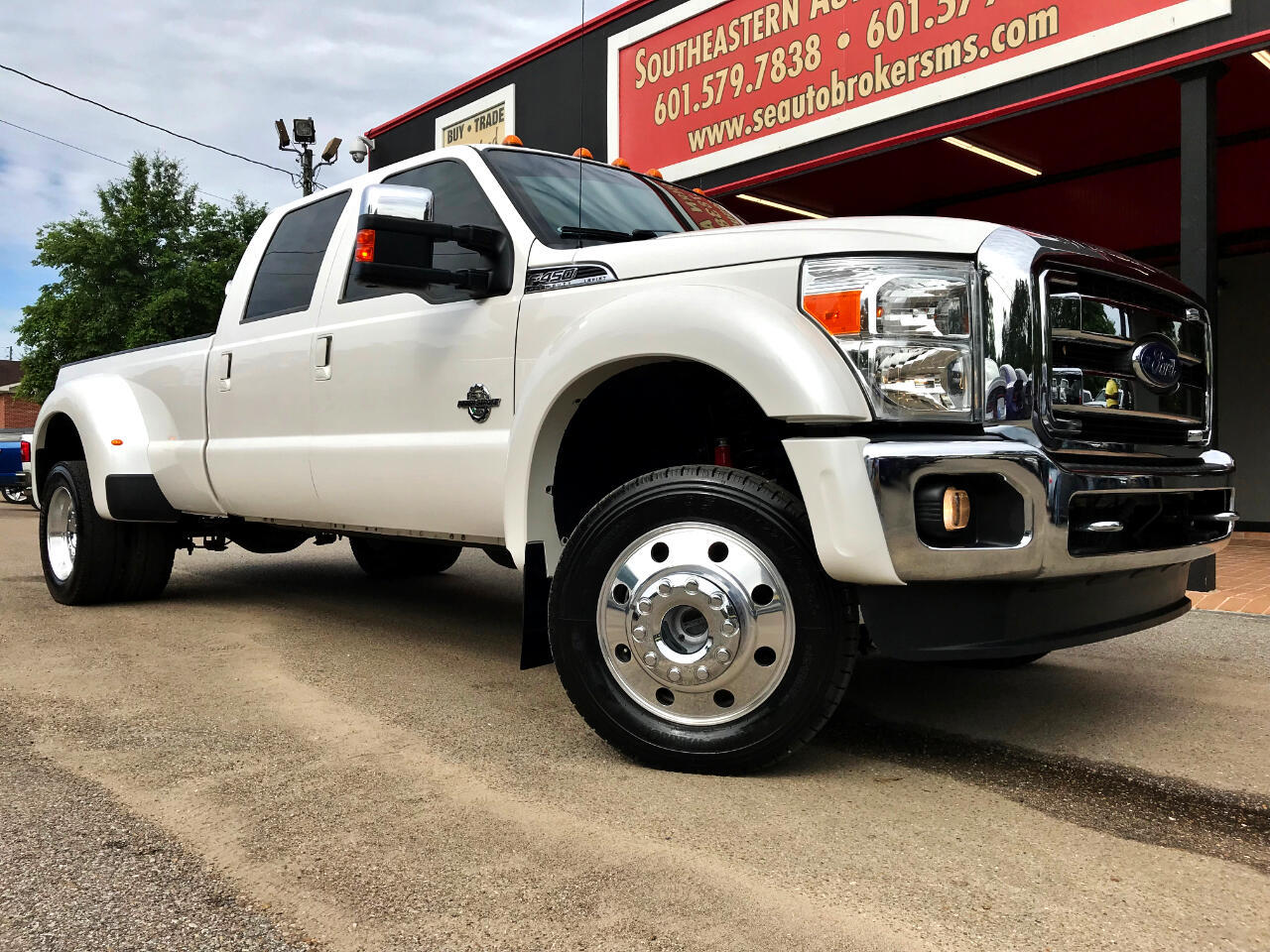 2016 Ford F-450 SD PLATINUM CREW CAB DRW 4WD CUSTOM LEVELED