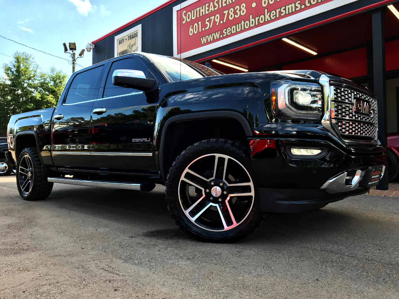 2017 GMC Sierra 1500 DENALI CREW CAB SHORT BED 4WD LEVELED