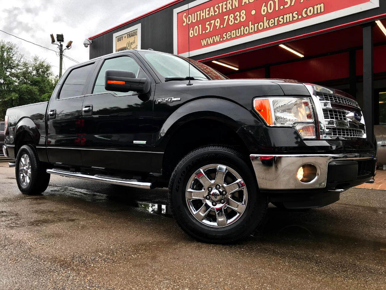 2014 Ford F-150 XLT CREW CAB SHORT BED 4WD LEVELED