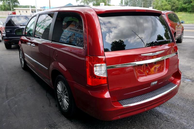 2013 Chrysler Town & Country TOURING L