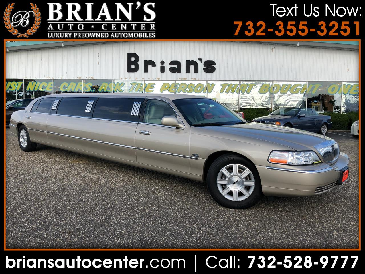 2011 Lincoln Town Car 4dr Sdn Executive L w/Livery Pkg
