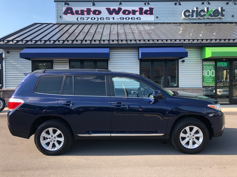2012 Toyota Highlander V6 4WD with Third Row Seat