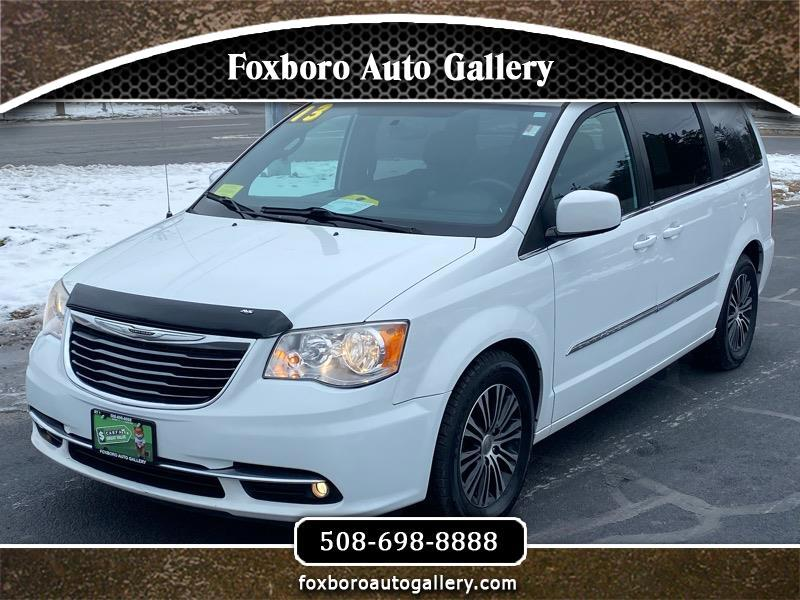 Chrysler Town & Country S 2013