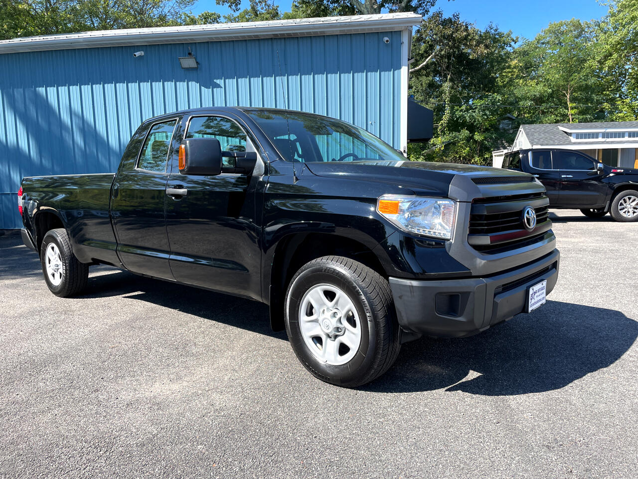 Toyota Tundra SR5 5.7L V8 Double Cab 4WD Long Bed 2017