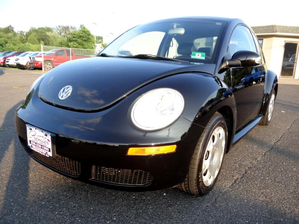 2010 Volkswagen New Beetle Coupe 2dr 2.5L Auto