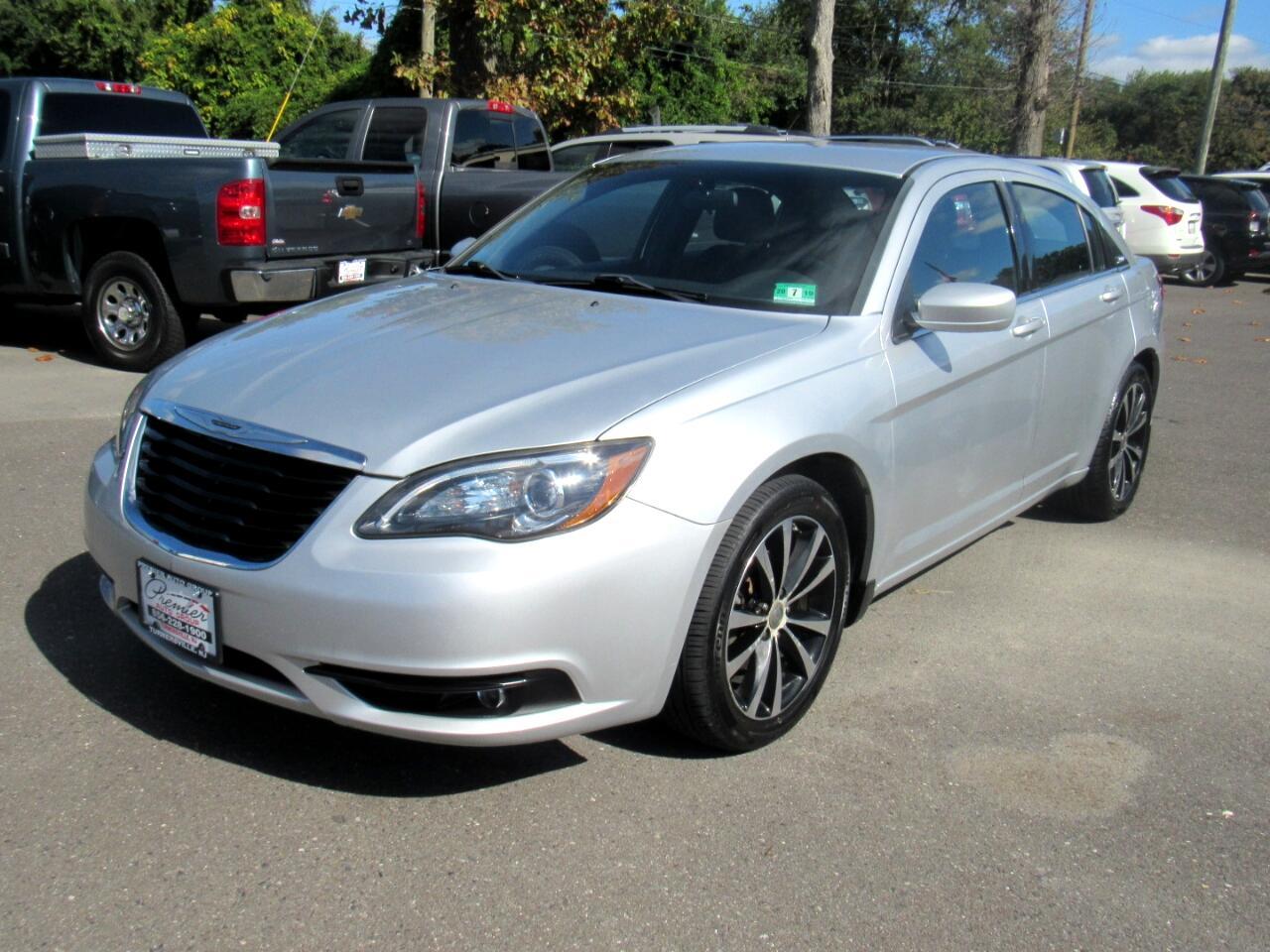 Chrysler 200 4dr Sdn Touring 2012