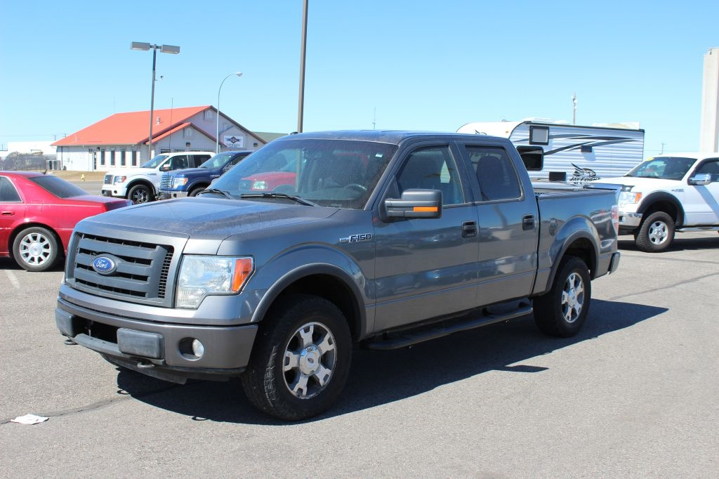 "Ford F-150 4WD SuperCrew 145"" XL 2010"