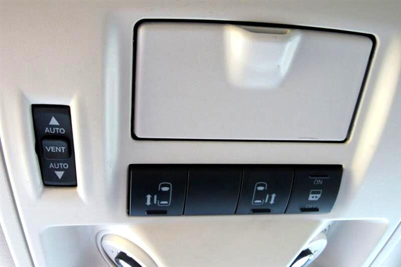 2009 Volkswagen Routan SE