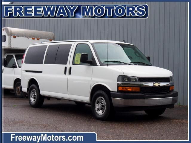 "Chevrolet Express Passenger RWD 3500 135"" LT 2018"