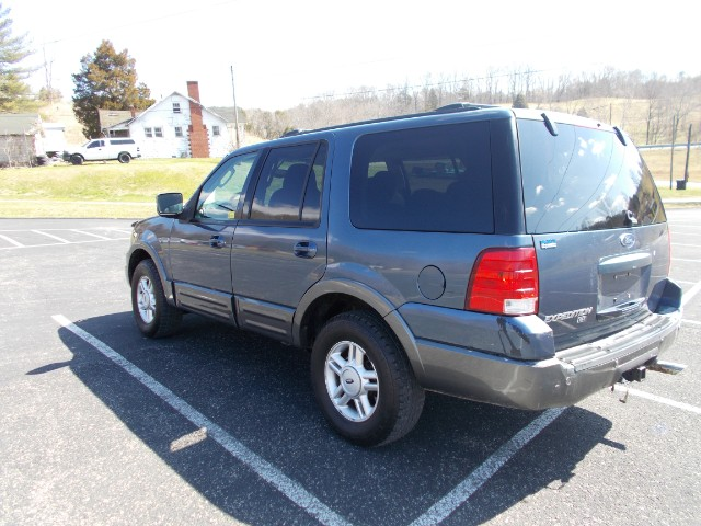 Ford Expedition XLT 4.6L 4WD 2004