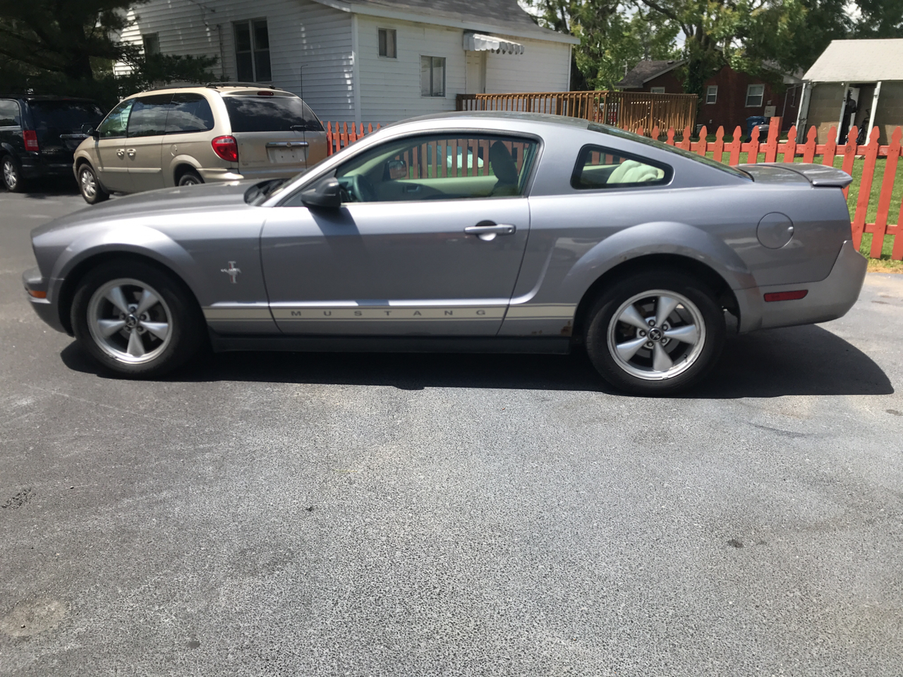 Ford Mustang V6 Deluxe Coupe 2007