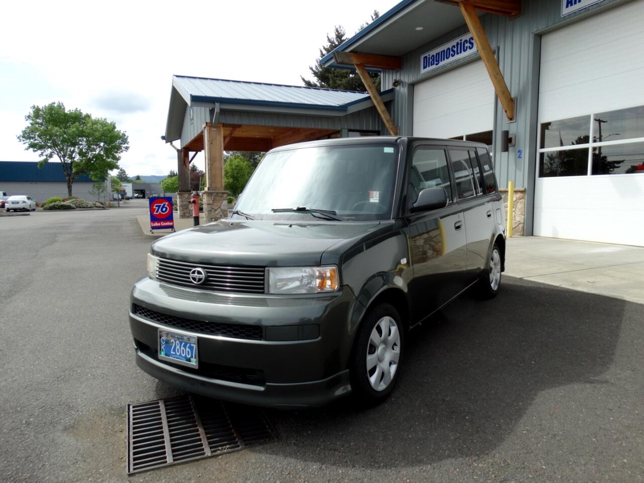 Scion xB 5-Door Wagon 5-Spd MT 2005