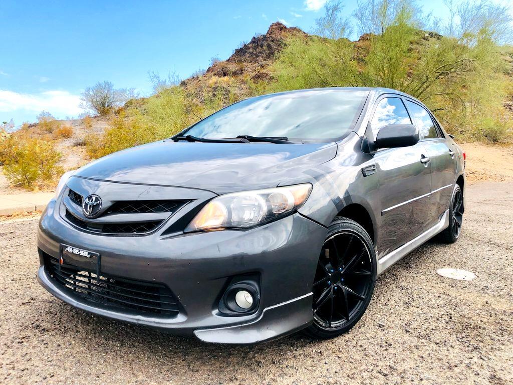 Toyota Corolla Base 5-Speed MT 2011