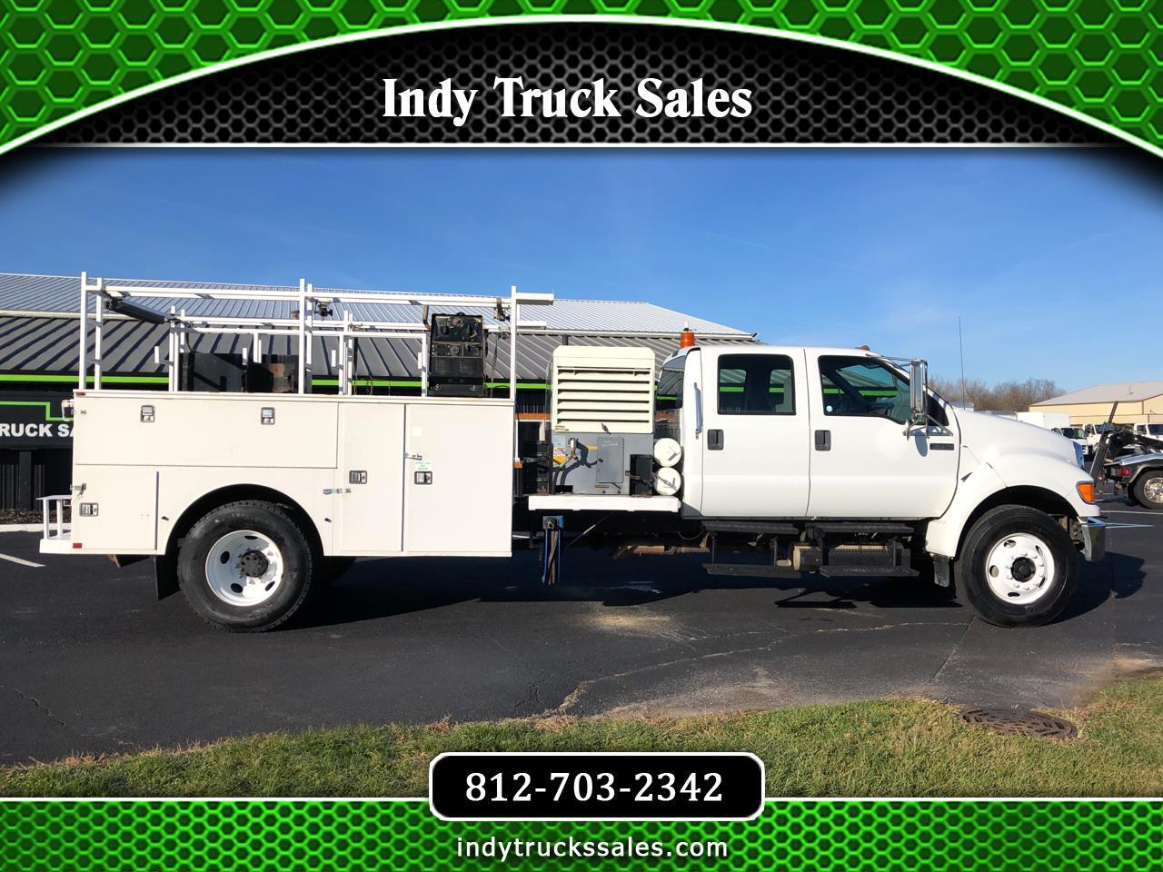 Ford Super Duty F-750 Straight Frame Crew Cab XL 2010