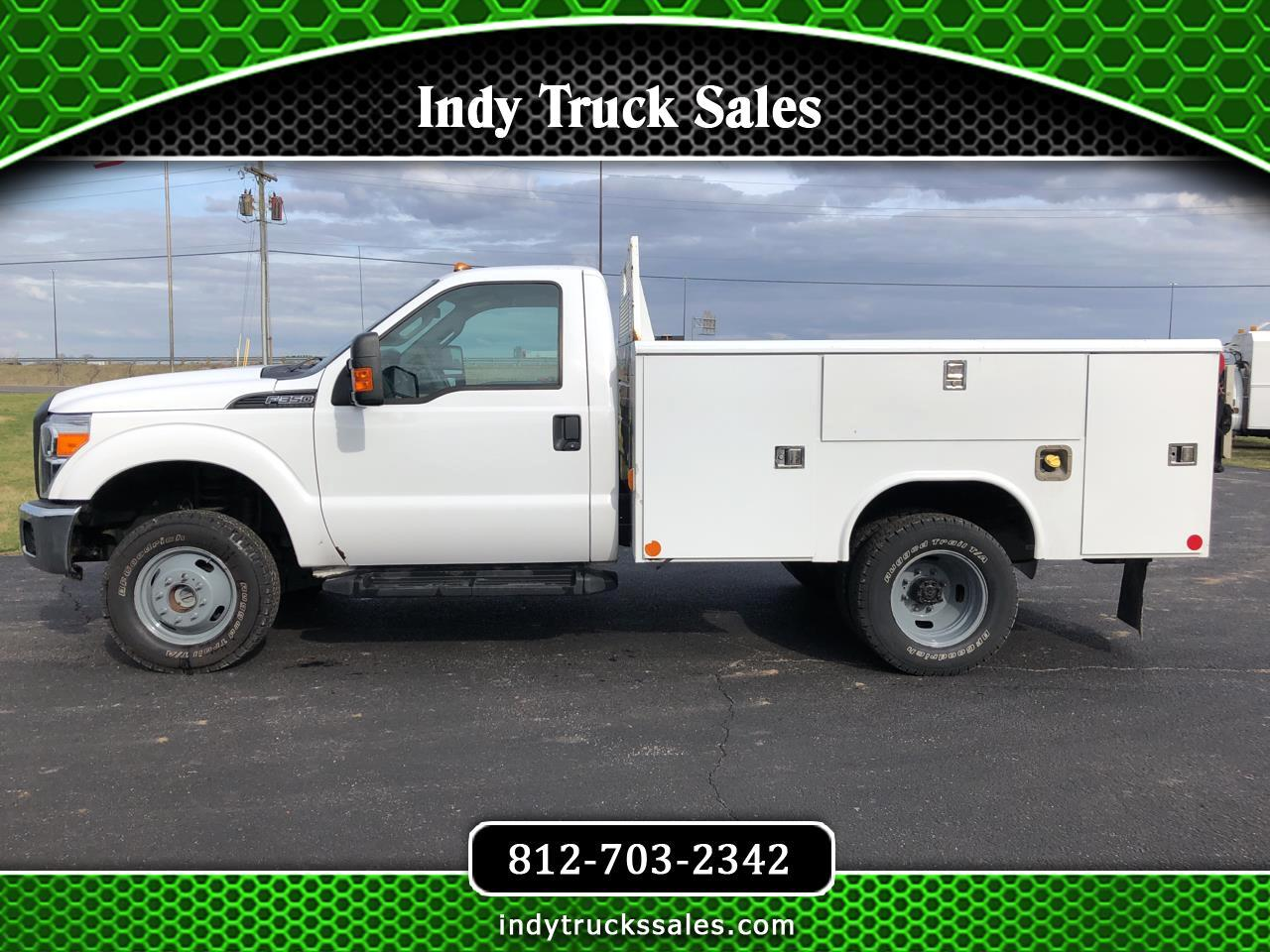 "Ford Super Duty F-350 DRW 4WD Reg Cab 141"" WB 60"" CA XL 2015"