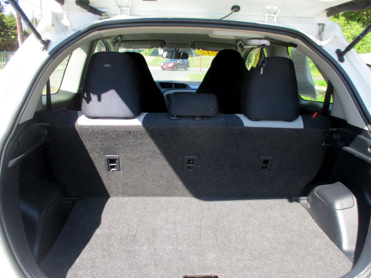 Toyota Yaris L 3-Door MT 2012