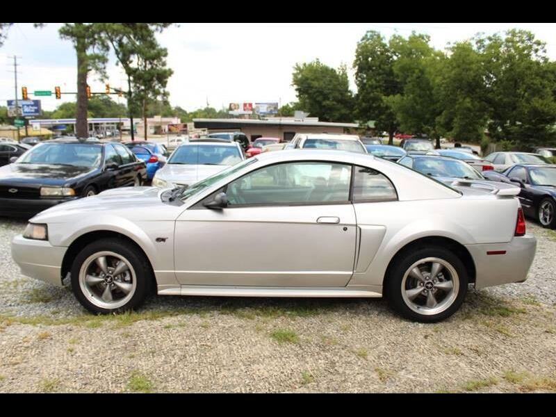 Ford Mustang GT Deluxe Coupe 2001