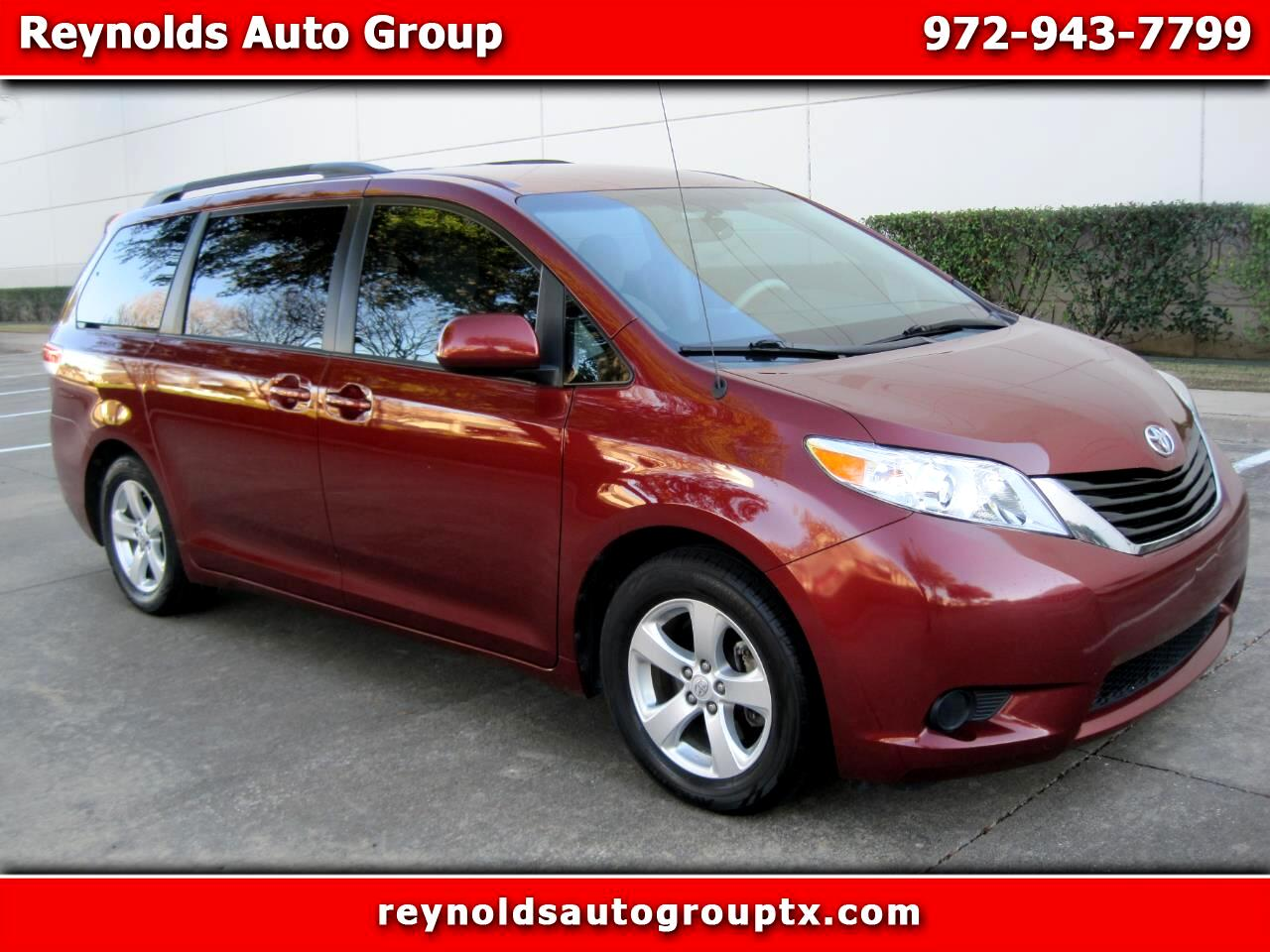 Toyota SIENNA LE/  2014