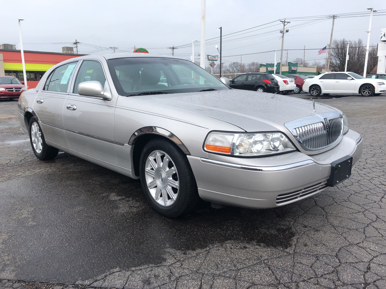 Lincoln Town Car 4dr Sdn Signature Limited 2011