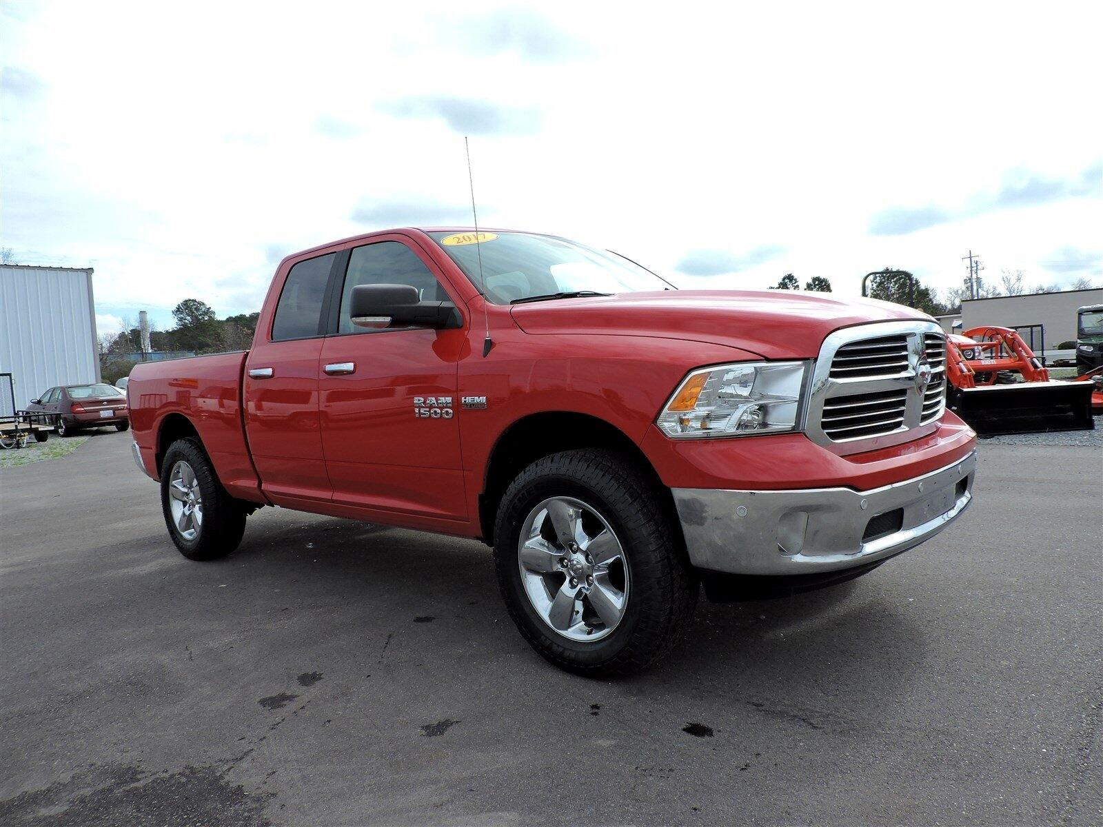 "RAM 1500 Big Horn 4x4 Quad Cab 6'4"" Box 2017"