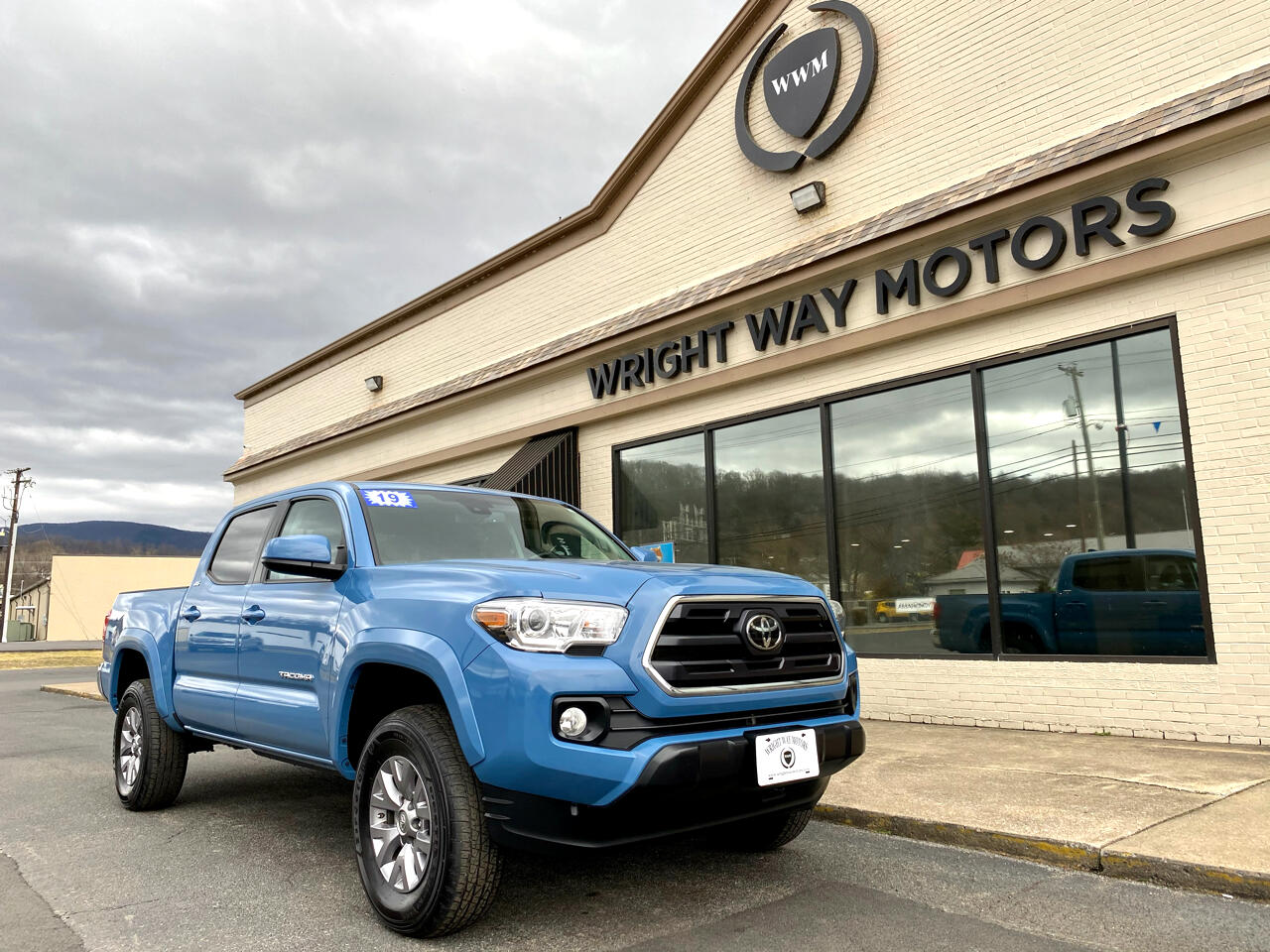 Toyota Tacoma 4WD Double Cab V6 AT SR5 (Natl) 2019