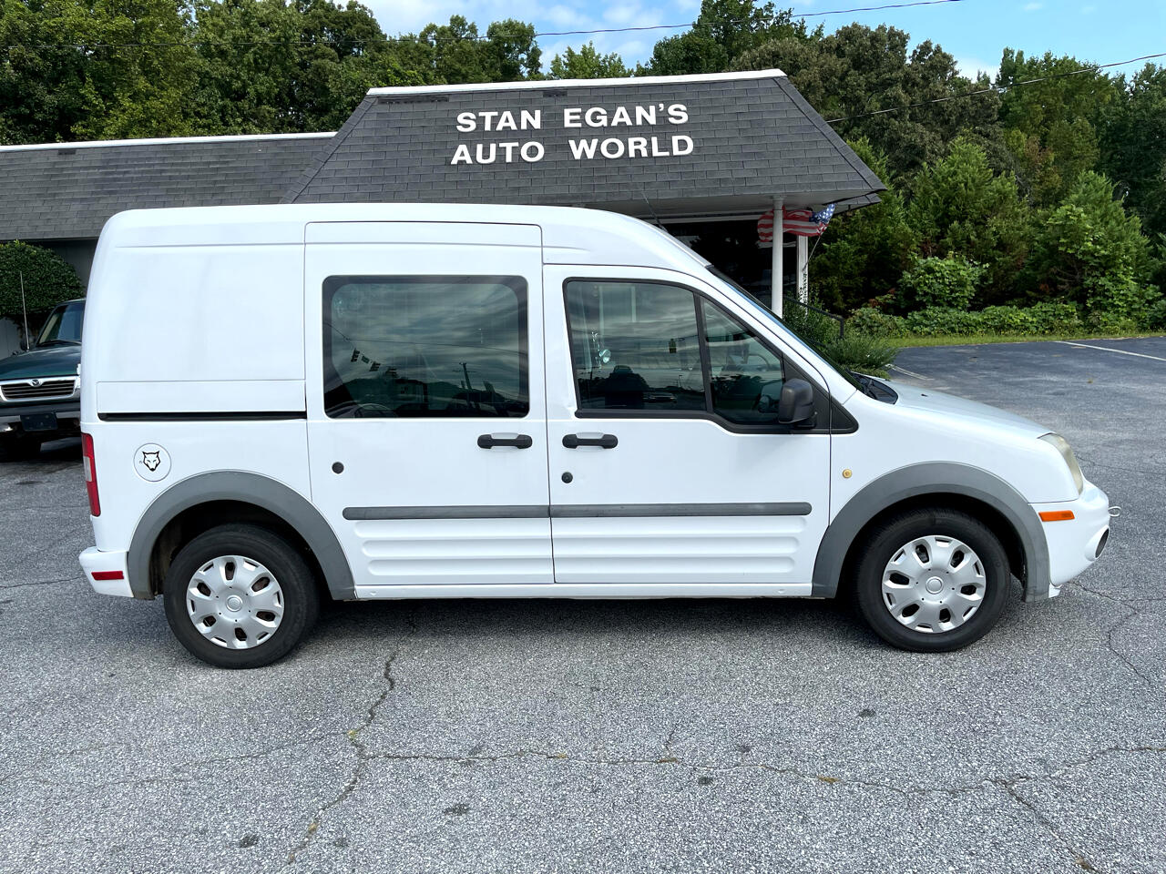 """Ford Transit Connect 114.6"""" XLT w/o side or rear door glass 2010"""