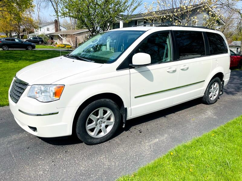 """Chrysler Town & Country 3dr Wgn 113"""" WB LX FWD 2010"""