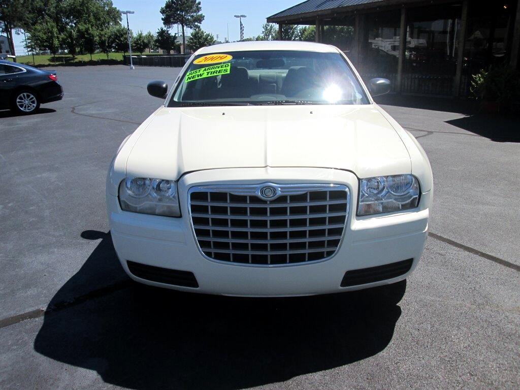 Chrysler 300 4dr Sdn LX RWD *Ltd Avail* 2009