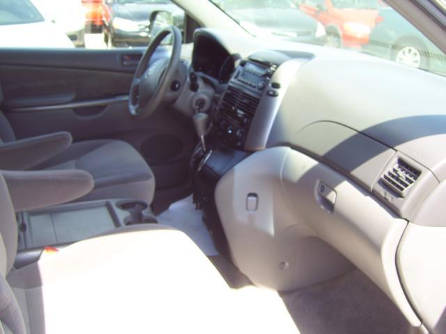 Toyota Sienna LE FWD 7 Passenger 2010