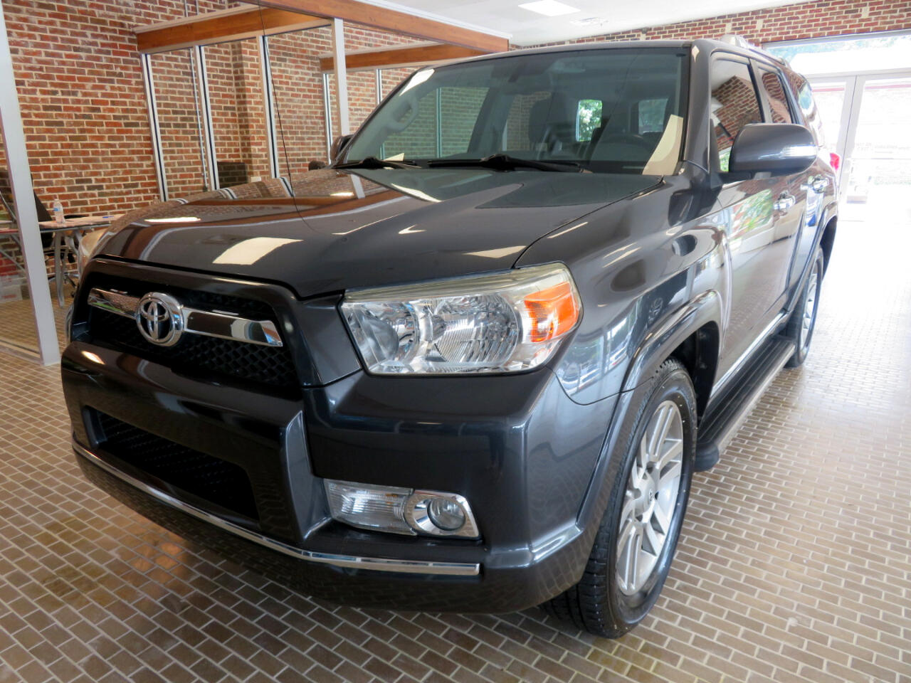 Toyota 4Runner RWD 4dr V6 Limited (Natl) 2010