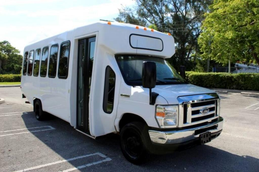 Ford Econoline Commercial Cutaway  2015