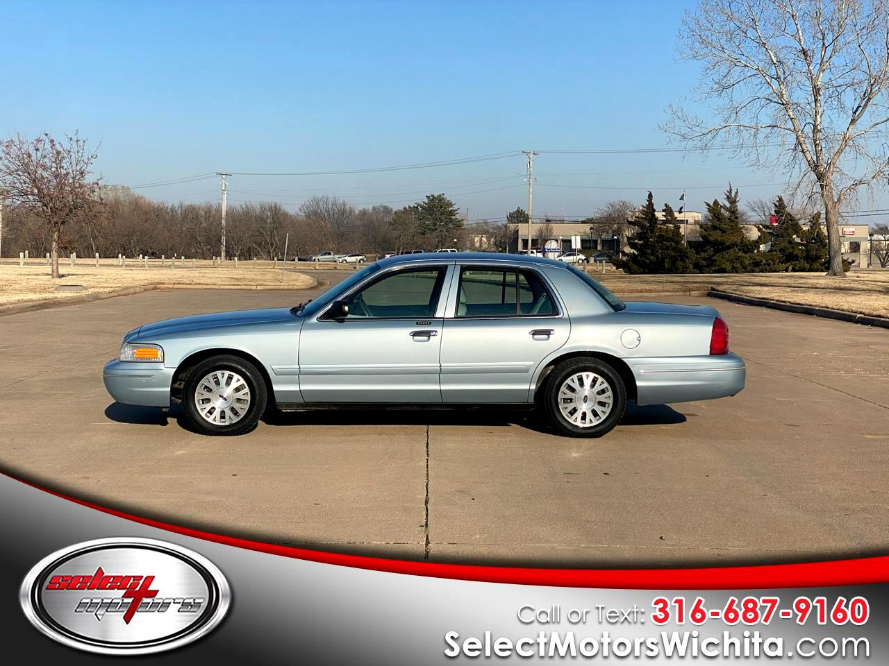 Ford Crown Victoria 4dr Sdn LX 2004