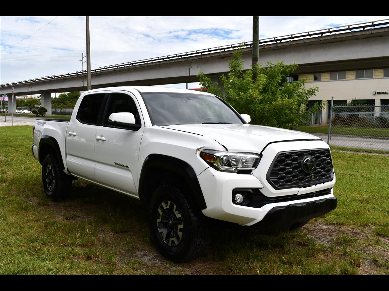 2020 Toyota Tacoma TRD Off-Road Pickup 4D 5 ft